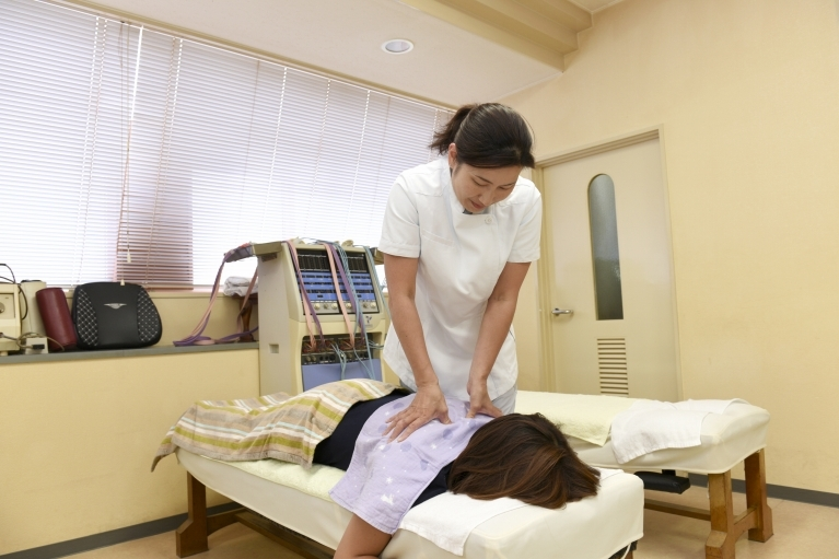 姿勢矯正(背骨矯正)・骨盤矯正・産後の骨盤矯正の治療方法